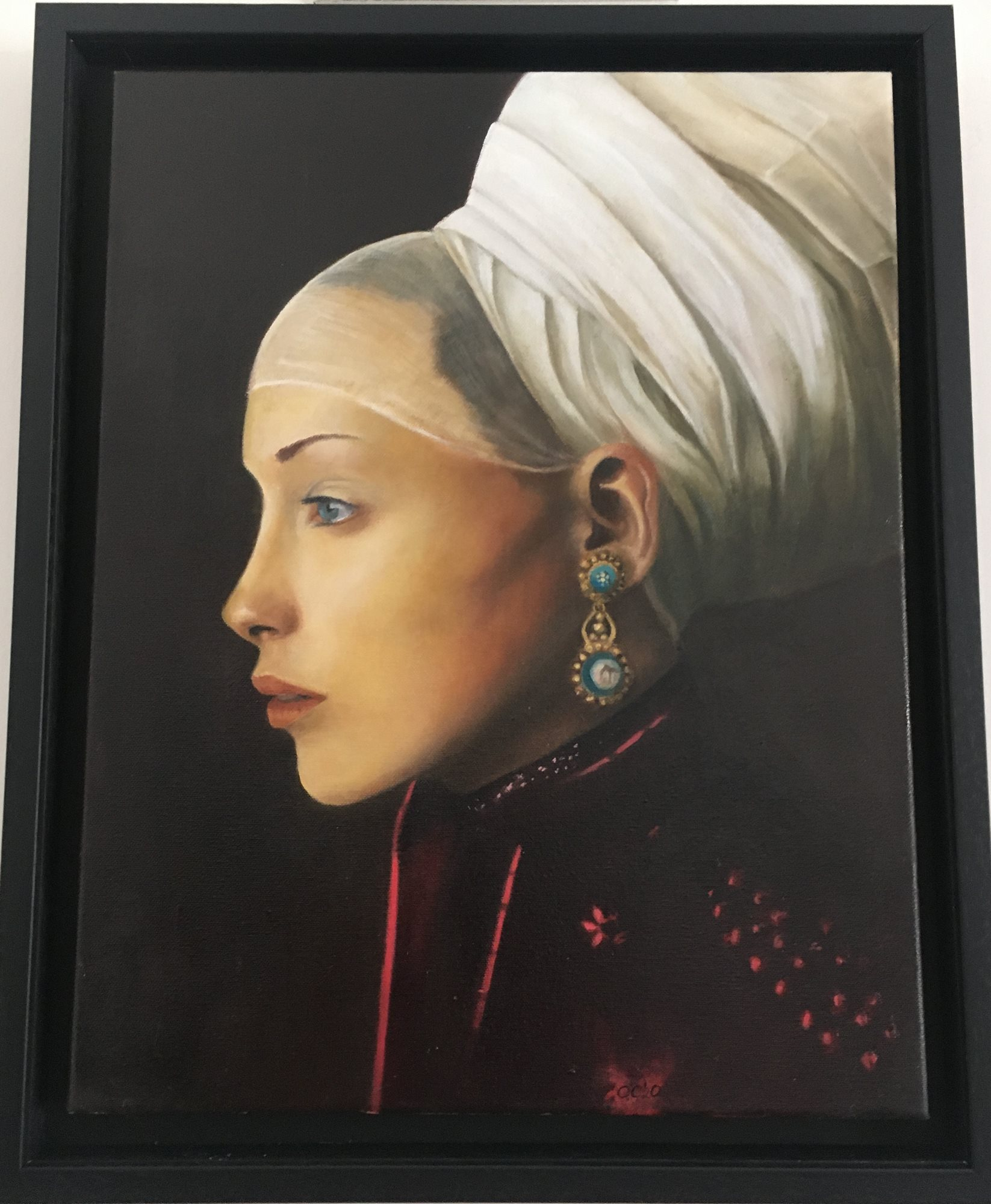 Lady_with_gold_earring